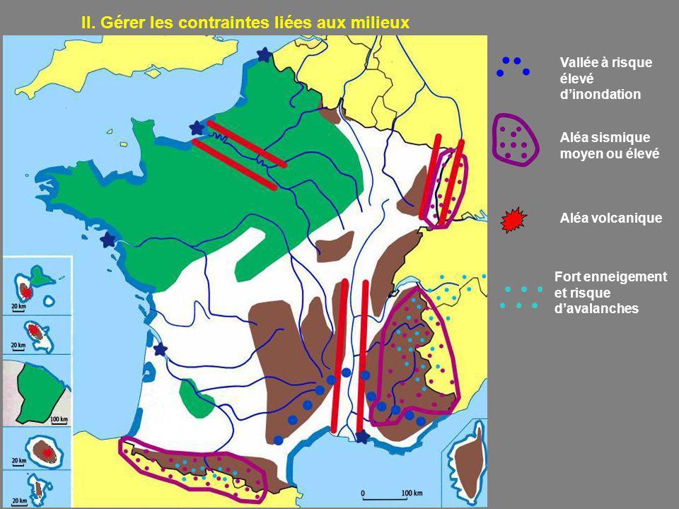 II. Gérer les contraintes liées aux milieux Vallée à risque élevé dinondation Aléa sismique moyen ou élevé Aléa volcanique Fort enneigement et risque