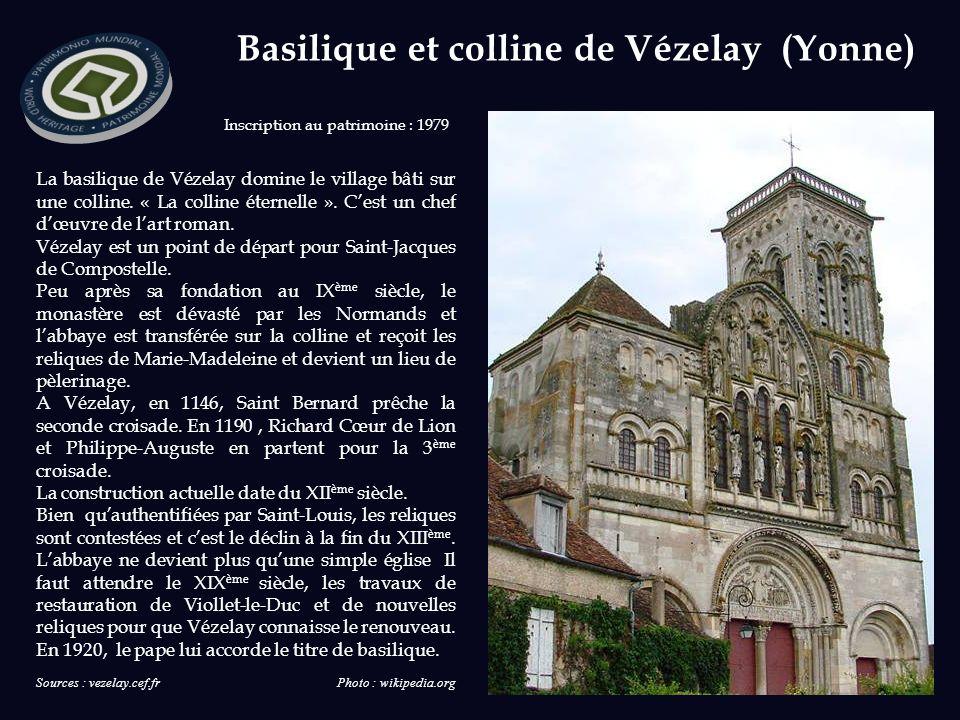 Basilique et colline de Vézelay (Yonne) La basilique de Vézelay domine le village bâti sur une colline.