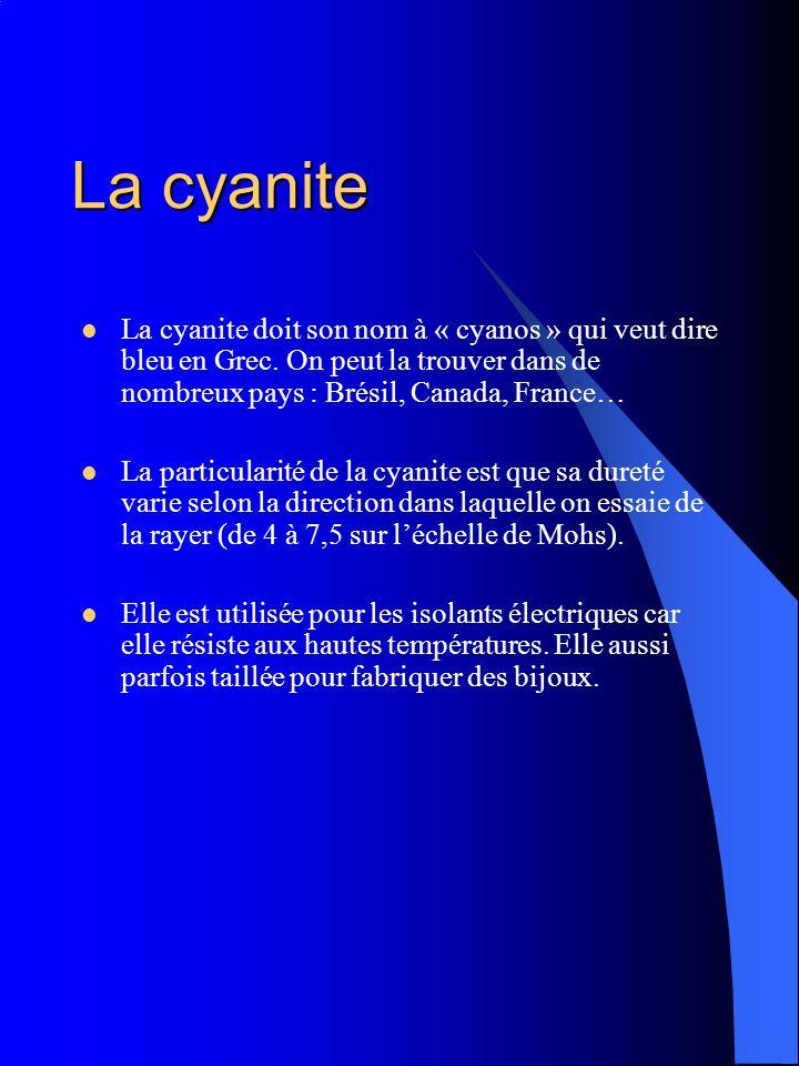 La cyanite La cyanite doit son nom à « cyanos » qui veut dire bleu en Grec. On peut la trouver dans de nombreux pays : Brésil, Canada, France… La part