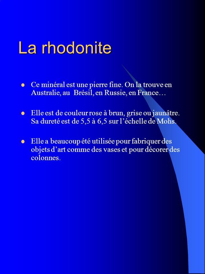 La rhodonite Ce minéral est une pierre fine. On la trouve en Australie, au Brésil, en Russie, en France… Elle est de couleur rose à brun, grise ou jau