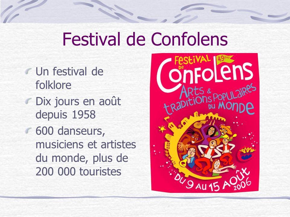 Festival de Confolens Un festival de folklore Dix jours en août depuis 1958 600 danseurs, musiciens et artistes du monde, plus de 200 000 touristes