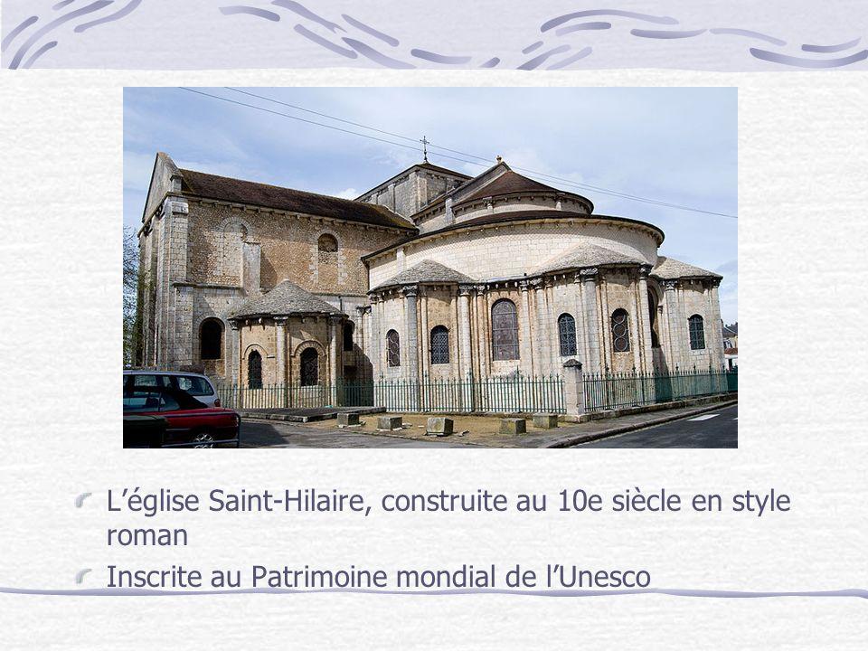 Léglise Saint-Hilaire, construite au 10e siècle en style roman Inscrite au Patrimoine mondial de lUnesco