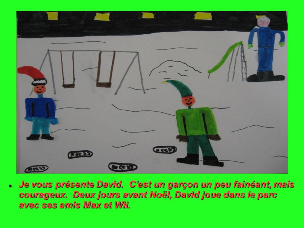 Dans le parc, David joue à cache-cache.