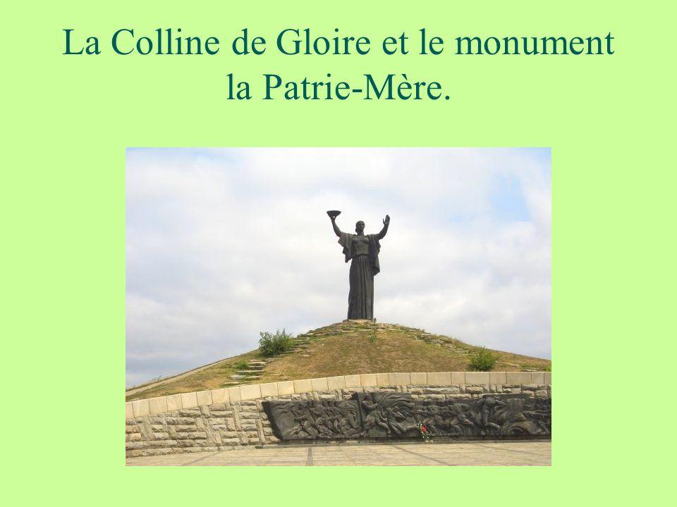 La Colline de Gloire et le monument la Patrie-Mère.