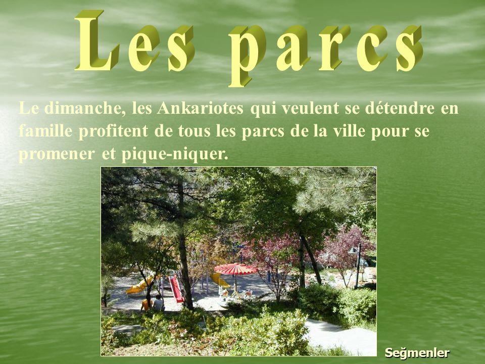 Le dimanche, les Ankariotes qui veulent se détendre en famille profitent de tous les parcs de la ville pour se promener et pique-niquer.