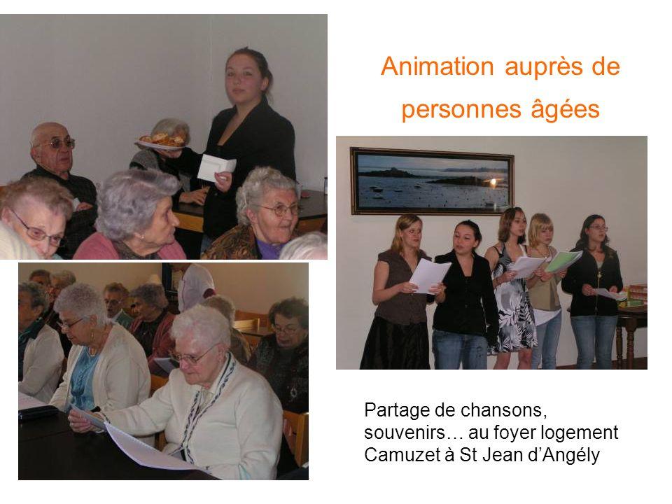 Animation auprès de personnes âgées Partage de chansons, souvenirs… au foyer logement Camuzet à St Jean dAngély