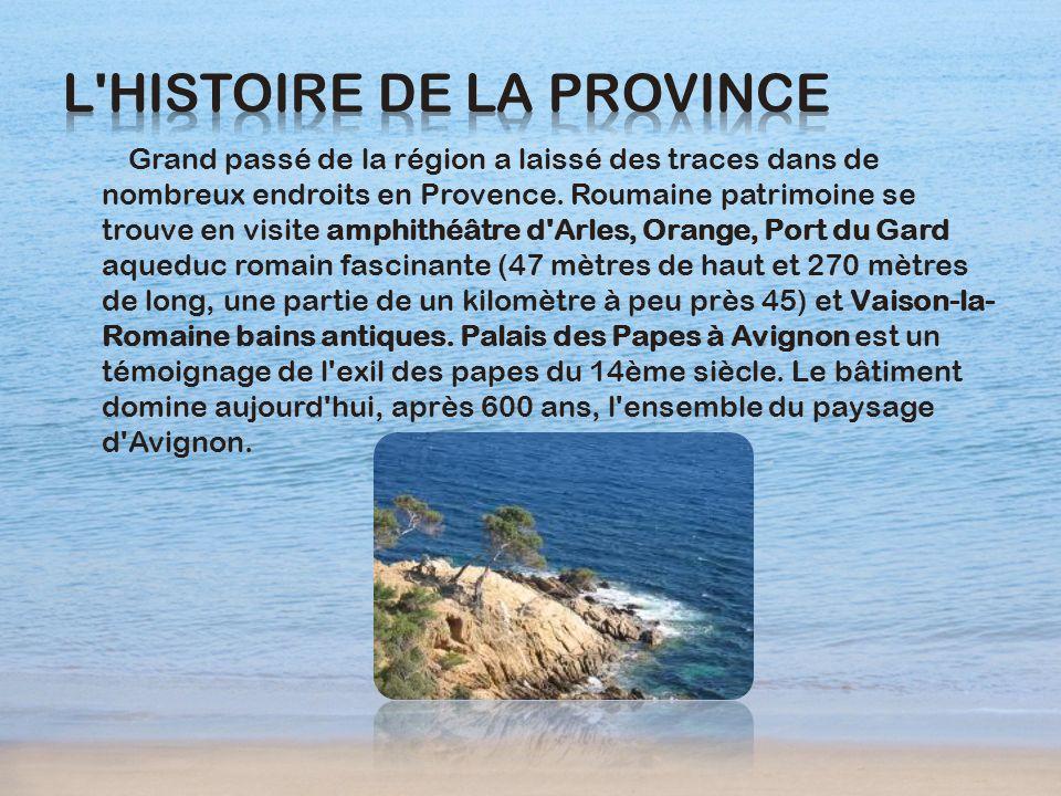 Grand passé de la région a laissé des traces dans de nombreux endroits en Provence. Roumaine patrimoine se trouve en visite amphithéâtre d'Arles, Oran