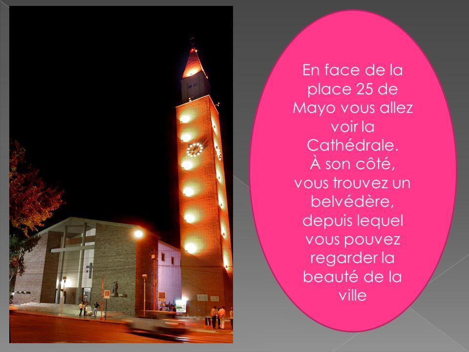 En face de la place 25 de Mayo vous allez voir la Cathédrale. À son côté, vous trouvez un belvédère, depuis lequel vous pouvez regarder la beauté de l