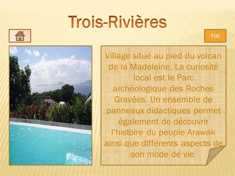 Village situé au pied du volcan de la Madeleine. La curiosité local est le Parc archéologique des Roches Gravées. Un ensemble de panneaux didactiques