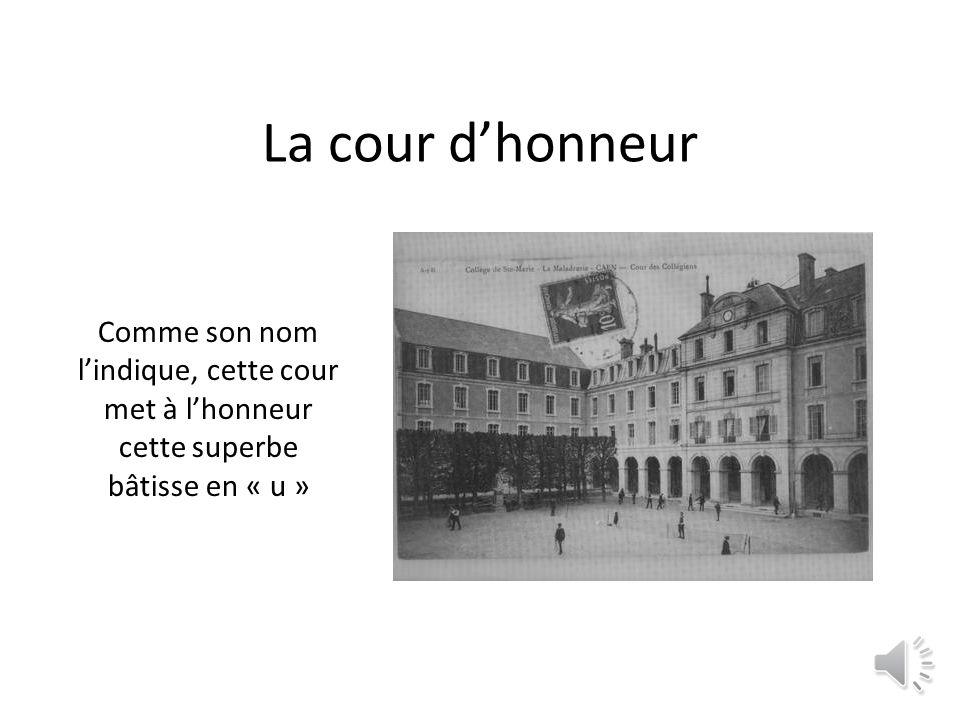 lentrée par la rue du Général Moulin, Cet accès au n°3 de cette rue fut longtemps utilisée.