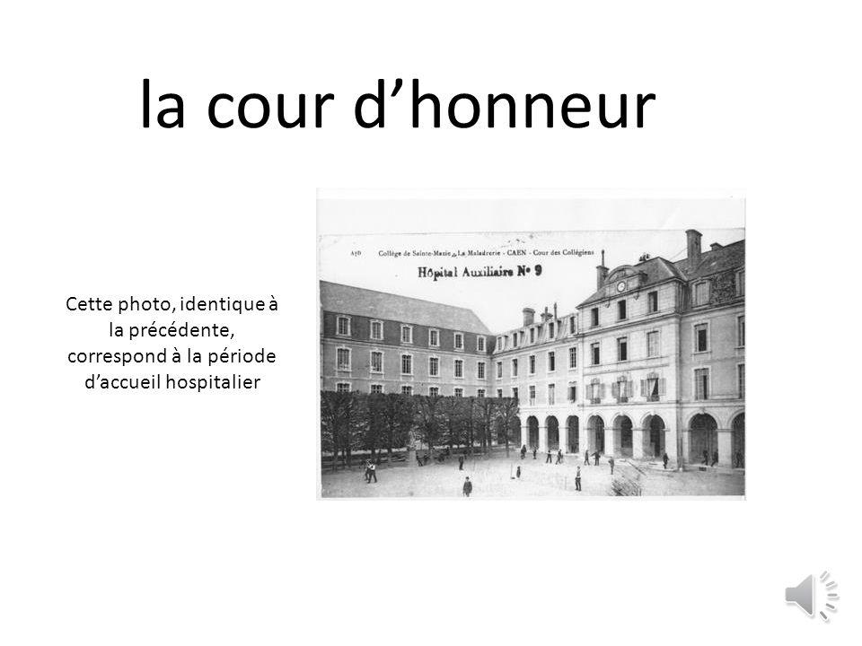 la cour dhonneur Cette photo, identique à la précédente, correspond à la période daccueil hospitalier