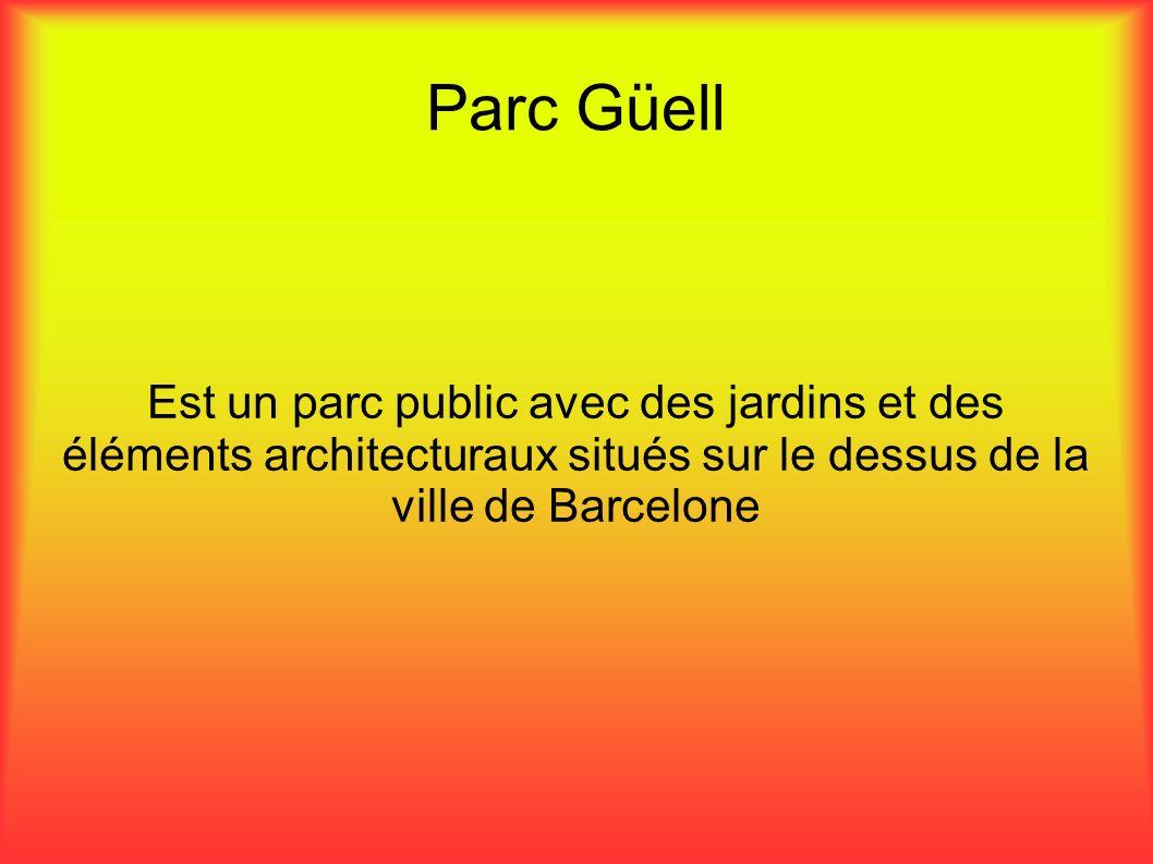 Parc Güell Est un parc public avec des jardins et des éléments architecturaux situés sur le dessus de la ville de Barcelone