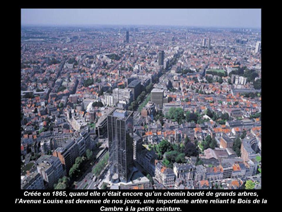 L'abbaye cistercienne de la Cambre a été fondée en 1200 par une certaine Dame Gisèle. Elle abrite aujourd'hui l'Institut Géographique National, l'Écol