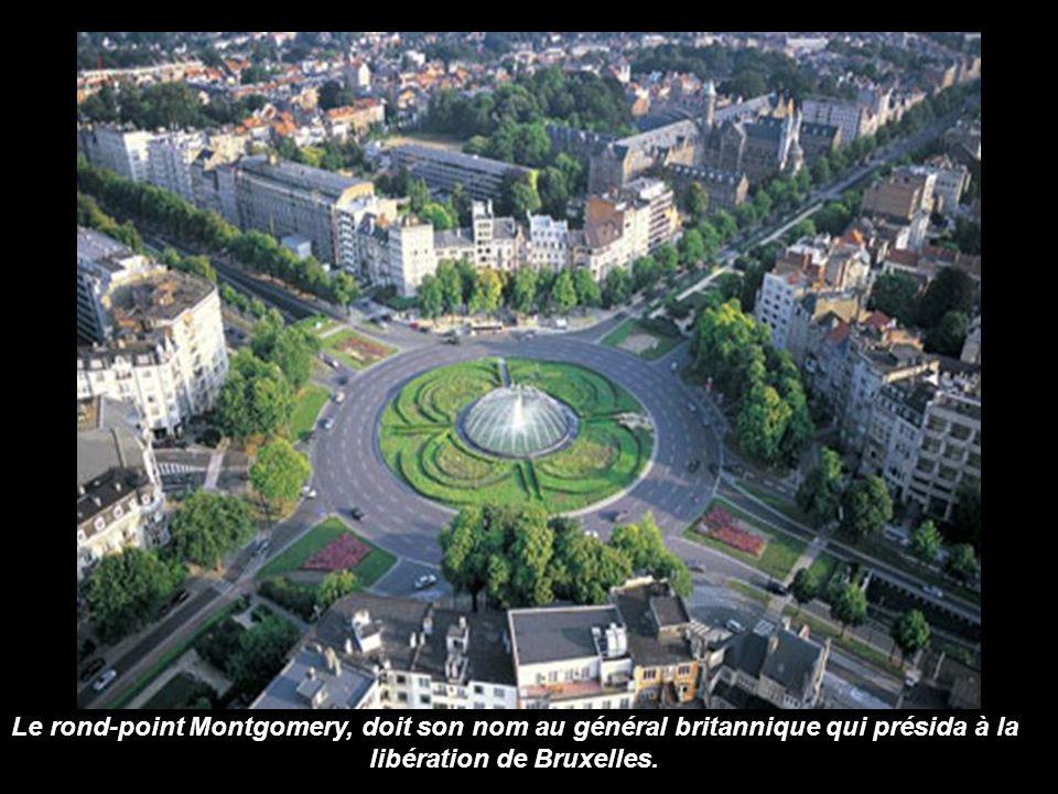 Le site Tour et Taxis de 45 hectares occupe une place importante dans la vie des Bruxellois. Son nom provient de la famille von Thurn und Tassis, fond
