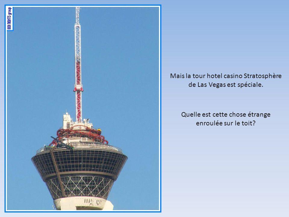 Quelle est cette chose étrange enroulée sur le toit? Mais la tour hotel casino Stratosphère de Las Vegas est spéciale.