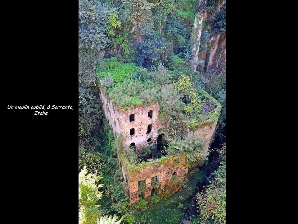 Un moulin oublié, à Sorrento, Italie