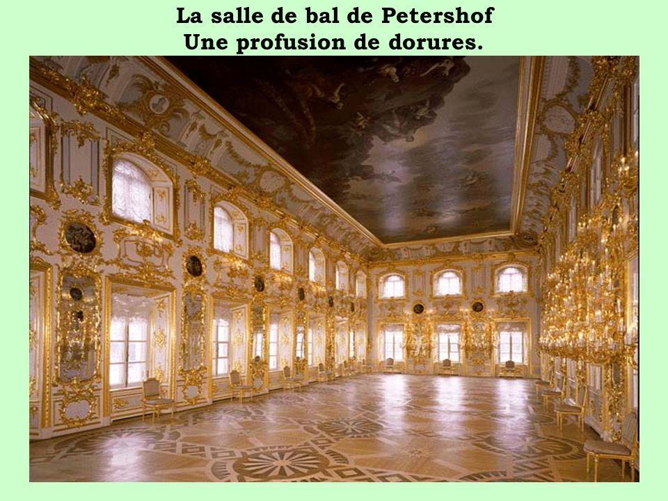 La salle de bal de Petershof Une profusion de dorures.