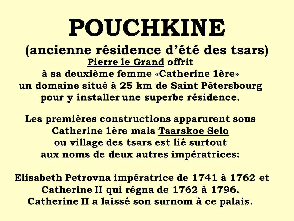 Pierre le Grand offrit à sa deuxième femme «Catherine 1ère» un domaine situé à 25 km de Saint Pétersbourg pour y installer une superbe résidence. Les
