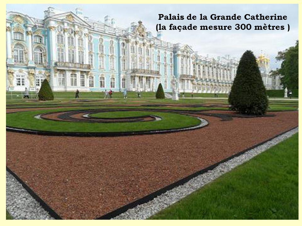 Palais de la Grande Catherine (la façade mesure 300 mètres )