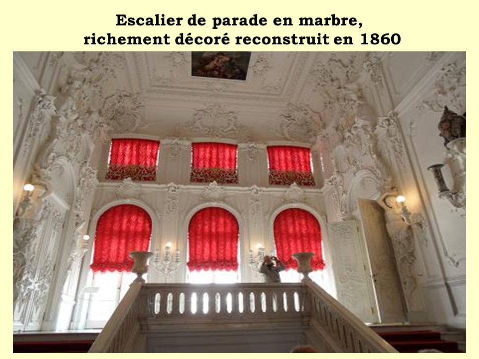 Escalier de parade en marbre, richement décoré reconstruit en 1860