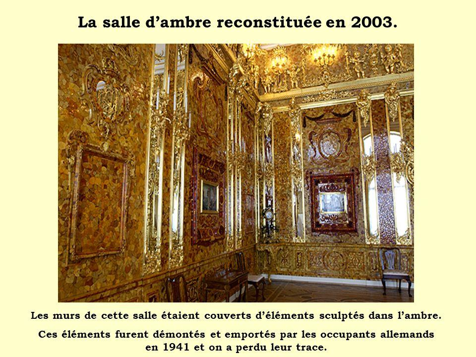 La salle dambre reconstituée en 2003. Les murs de cette salle étaient couverts déléments sculptés dans lambre. Ces éléments furent démontés et emporté
