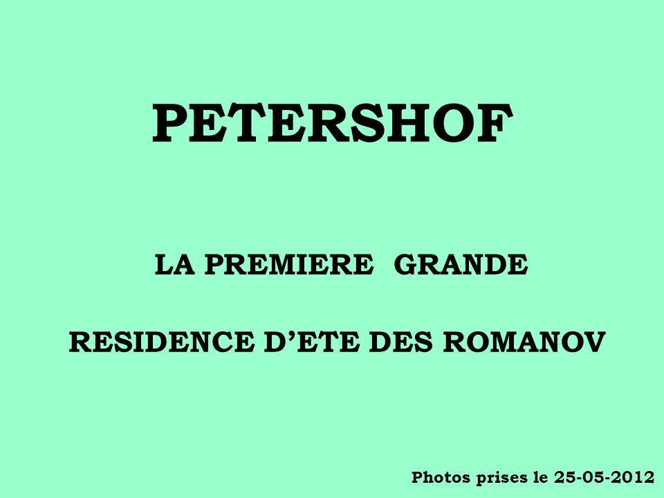 La file dattente à lentrée du palais de Petershof le 25 mai 2012 vers 9 h du matin.