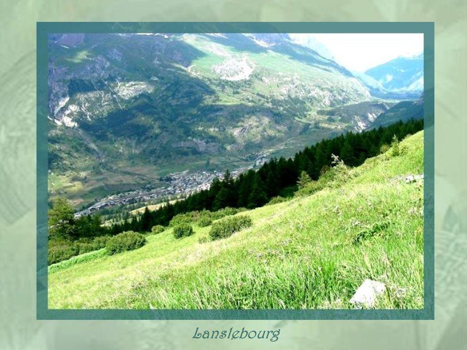 Les localités de Lanslebourg et de Lanslebvillard, à 1500 m daltitude, au pied de la route qui mène au Mont-Cenis, se sont regroupées, en 1967, pour f