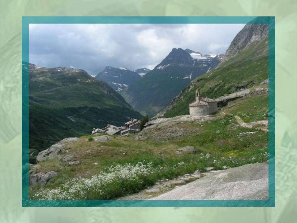 A 5 km de Bonneval, se dresse dans la montagne, le hameau de lEcot, qui fut village dans le passé! Il est déserté par ses propriétaires, maintenant, à