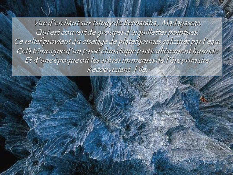 En Ethiopie le site hydrothermal de Dallol déploie un arc en ciel Minérakl et sombre dans le coeur de la dépréssion Danakil, qui occupe le fond du Rif