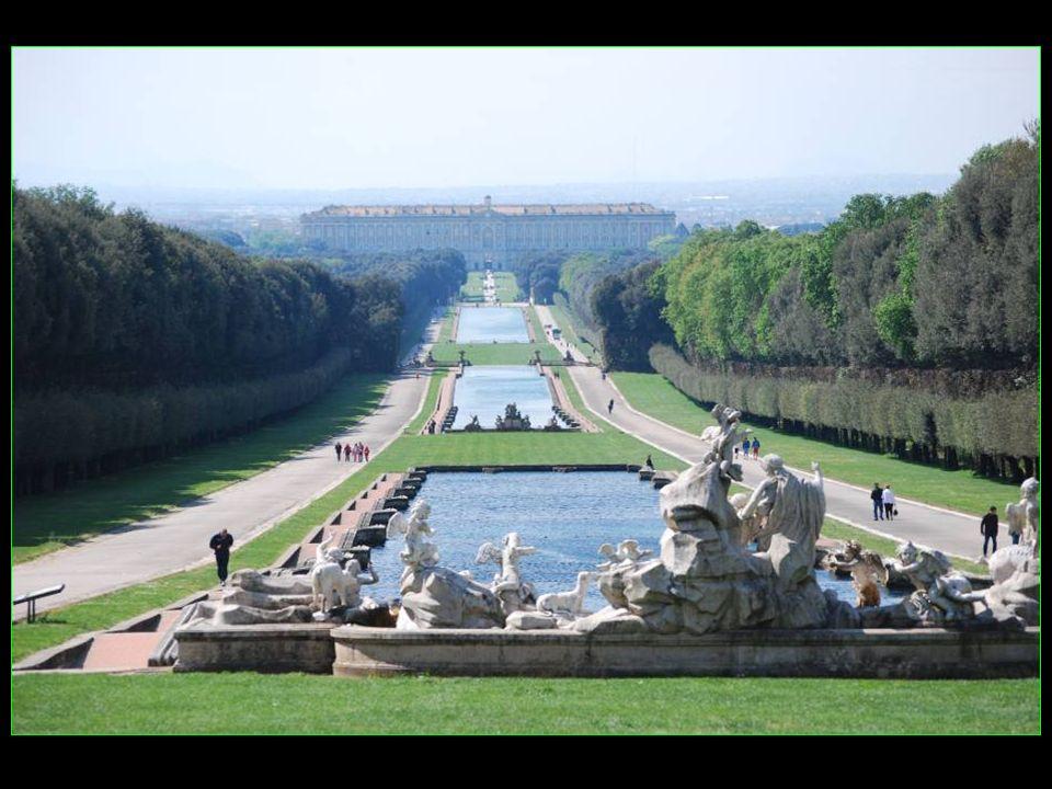 Les voyages BUCHARD à SORRENTE CÔTE AMALFITAINE Printemps 2011 Caserta Les jardins du château défilement automatique