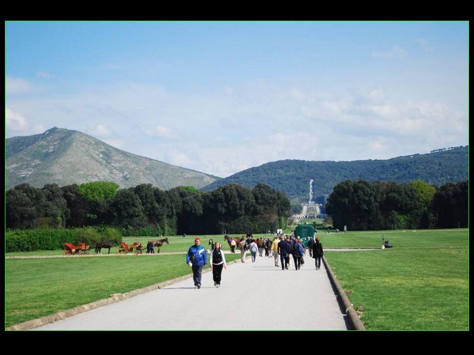 Le parc sétend derrière le Palais, en partie sur un terrain de collines