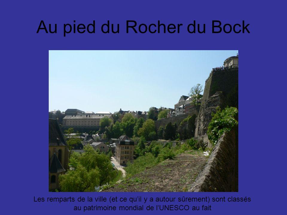 Au pied du Rocher du Bock Les remparts de la ville (et ce quil y a autour sûrement) sont classés au patrimoine mondial de lUNESCO au fait