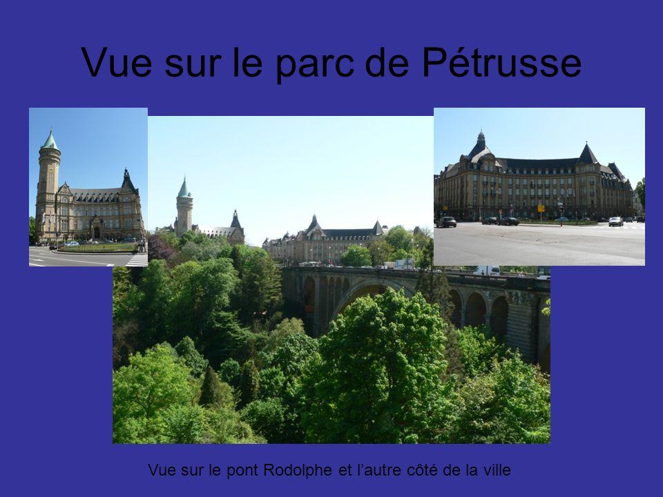 Vue sur le parc de Pétrusse Vue sur le pont Rodolphe et lautre côté de la ville