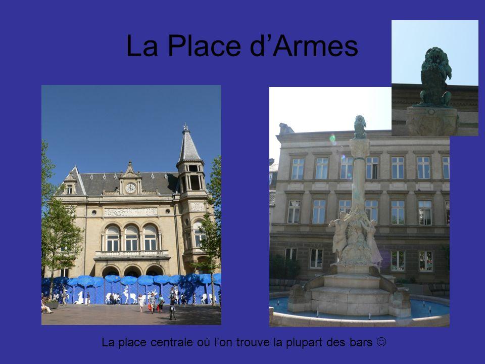 La Place dArmes La place centrale où lon trouve la plupart des bars