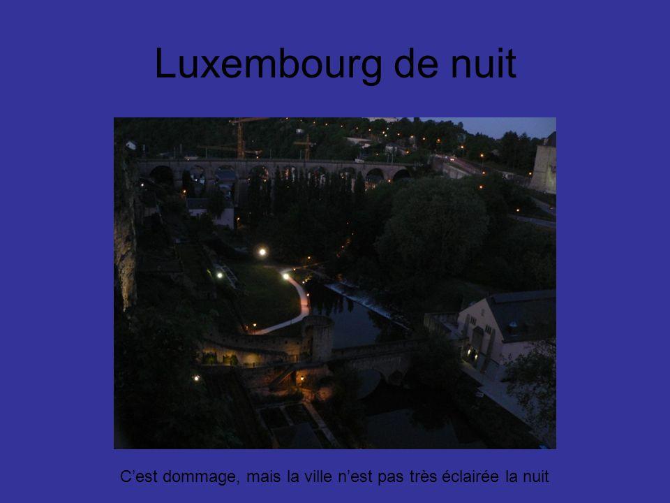 Luxembourg de nuit Cest dommage, mais la ville nest pas très éclairée la nuit