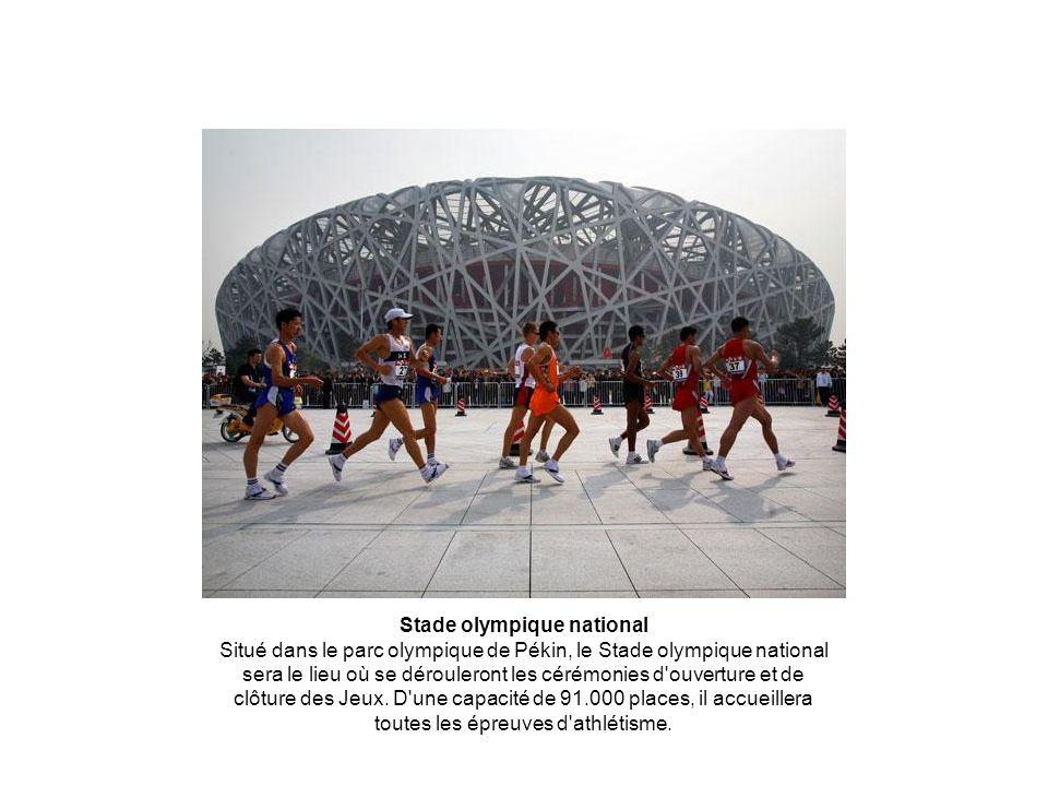 Stade olympique national Situé dans le parc olympique de Pékin, le Stade olympique national sera le lieu où se dérouleront les cérémonies d'ouverture