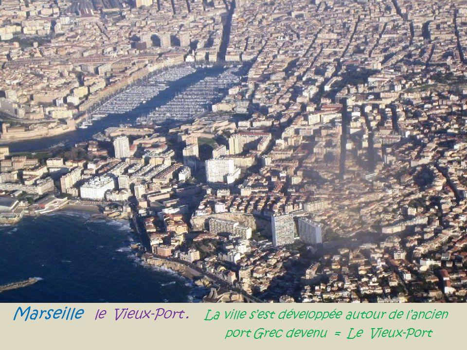 Marseille le Vieux-Port.La ville sest développée autour de lancien..
