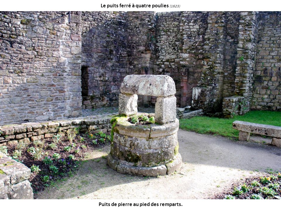 Le puits ferré à quatre poulies (1623) Puits de pierre au pied des remparts.