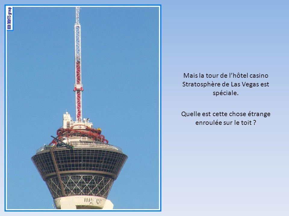 Quelle est cette chose étrange enroulée sur le toit ? Mais la tour de lhôtel casino Stratosphère de Las Vegas est spéciale.