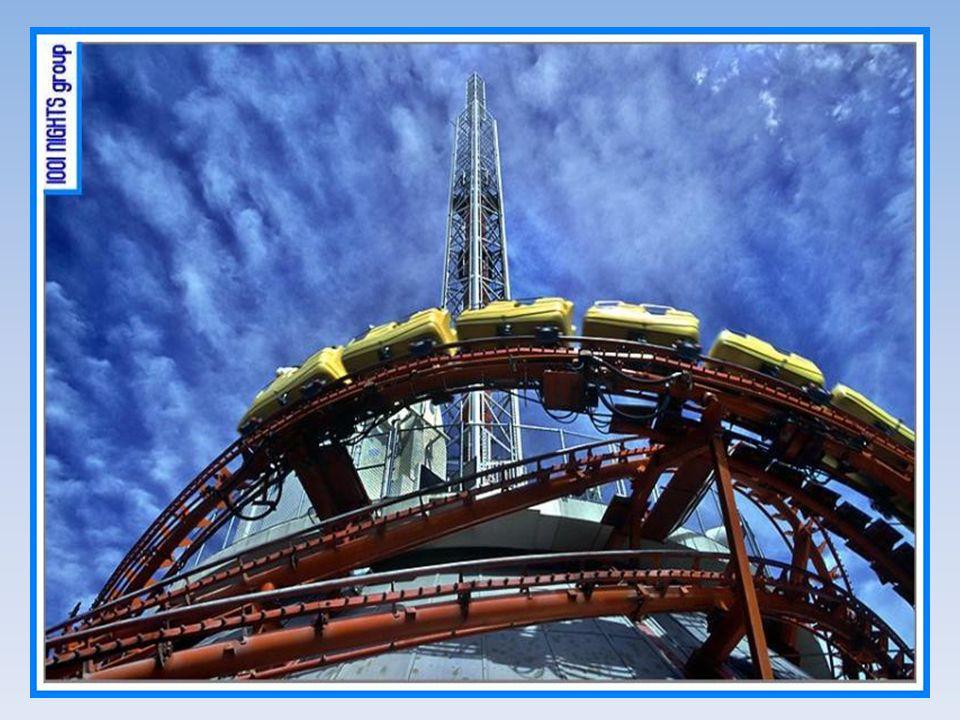 Une deuxième attraction est un ascenseur qui atteint le sommet de la tour à une vitesse virtigineuse pour retomber à la même vitesse, faisant sentir aux passagers quatre fois la force gravitationnelle!