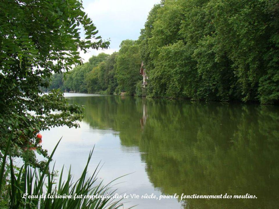 L eau de la rivière fut employée, dès le VIe siècle, pour le fonctionnement des moulins.
