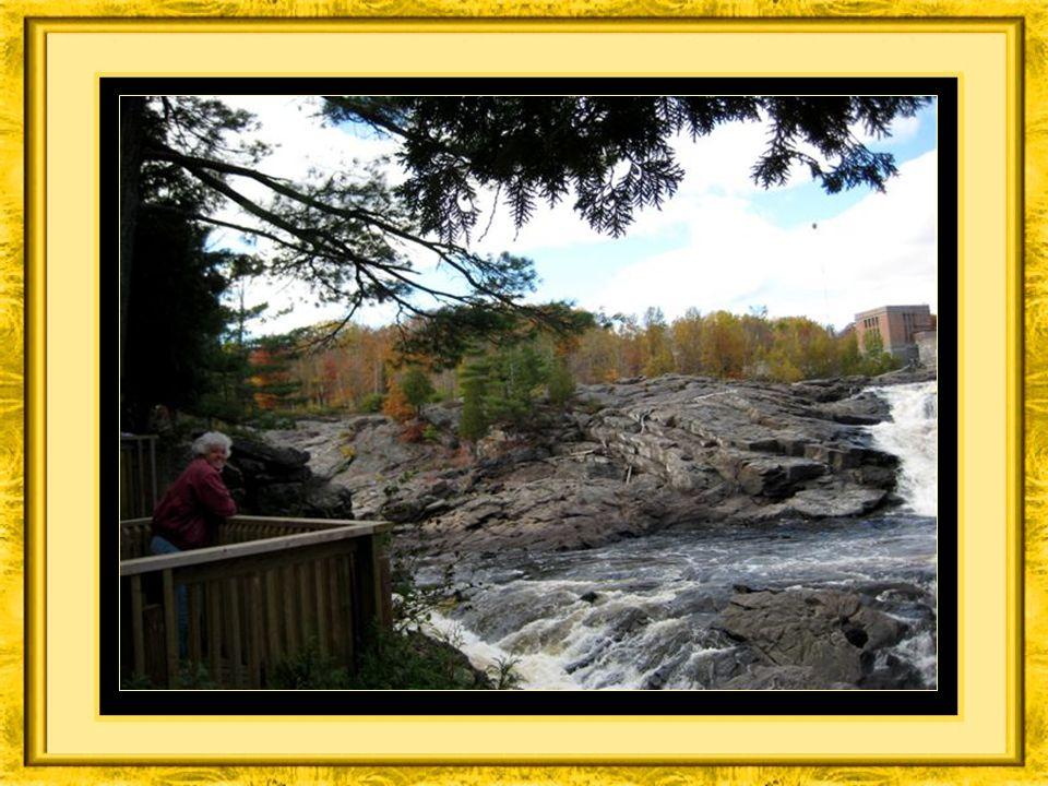 Sur votre parcours, vous découvrez de magnifiques paysages comportants des chutes et des rapides pouvant être admirés à partir de nombreux belvédères.