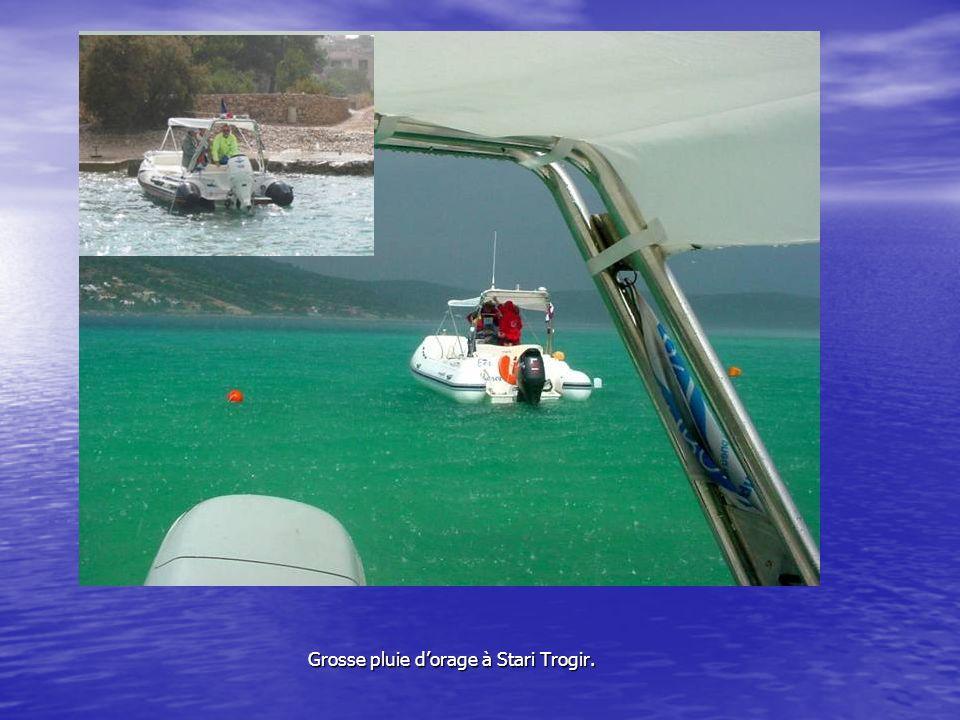 le Canal de Trogir Ses bateaux « poubelles Ses bateaux « poubelles
