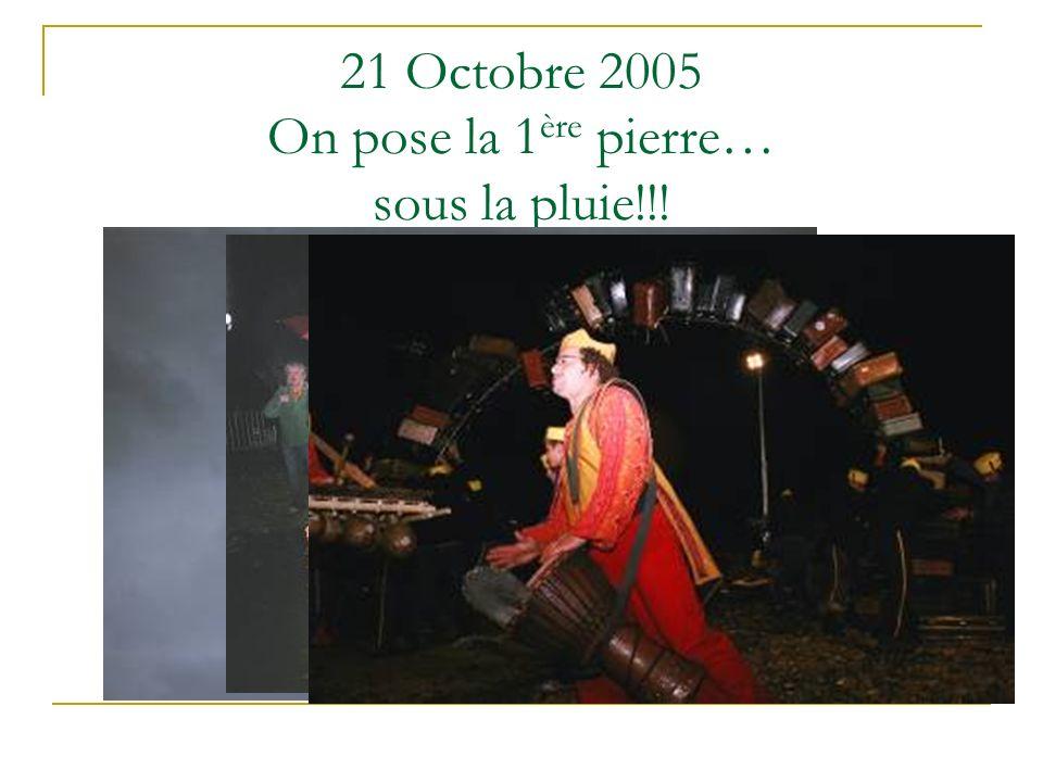 21 Octobre 2005 On pose la 1 ère pierre… sous la pluie!!!