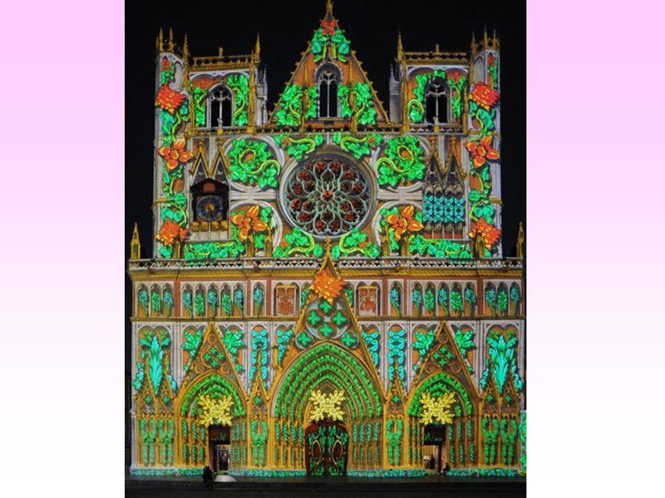 La cathédrale Saint-Jean et son superbe tableau « Les Chrysalides ».