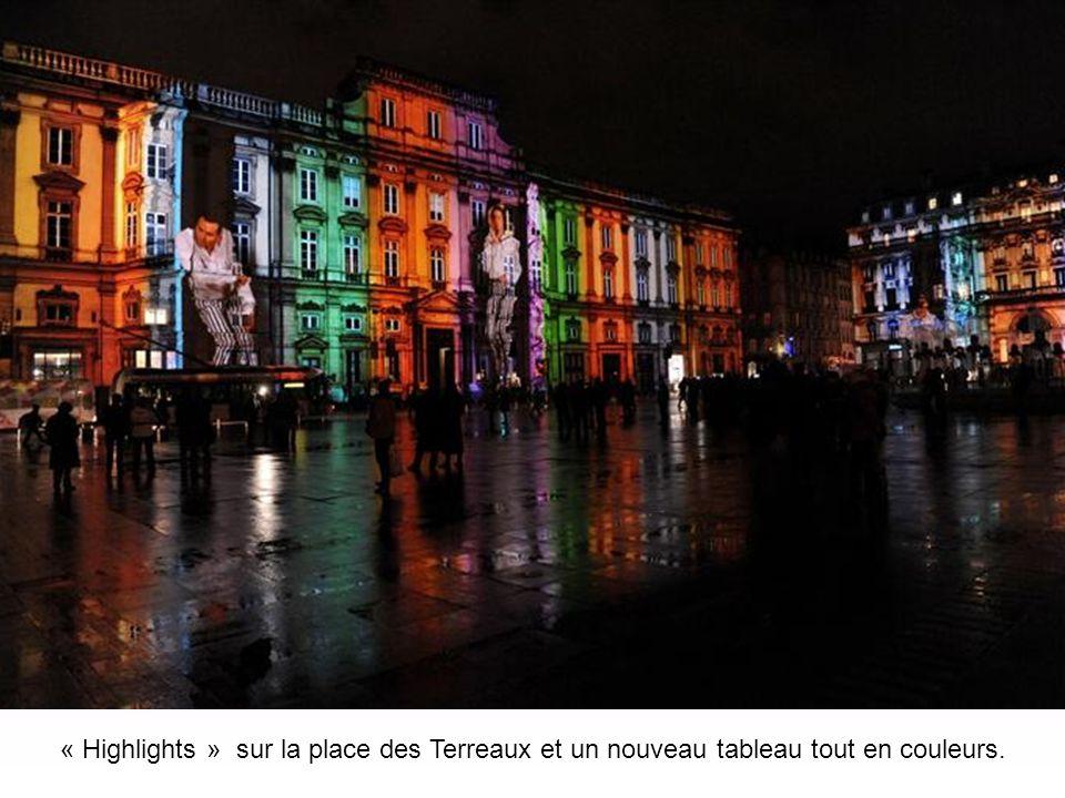 « Highlights » sur la place des Terreaux et ses millions de visiteurs pour admirer les animations sur la façade du musée des Beaux-Arts.