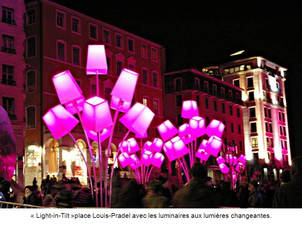 L Opéra de Lyon, et son immense verrière demi-cylindrique, œuvre très controversée de l architecte Jean Nouvel, n ont pas échappé au Plan Lumière«.