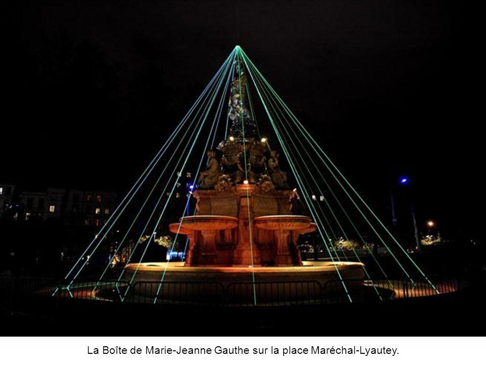 La Boîte de Marie-Jeanne Gauthe sur la place Maréchal-Lyautey.