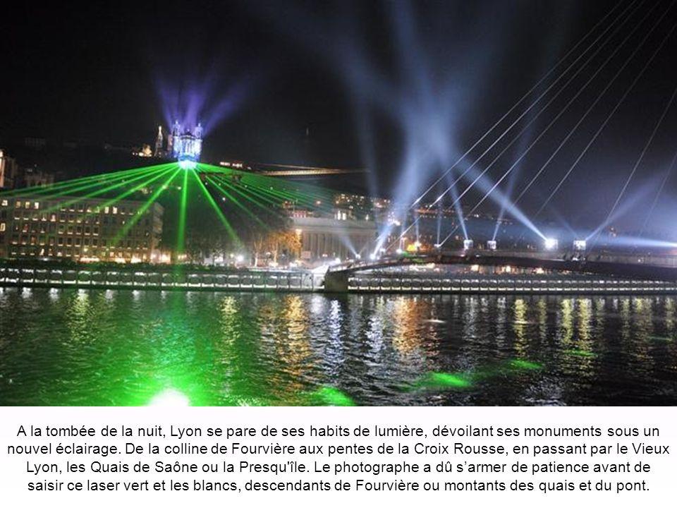 A la tombée de la nuit, Lyon se pare de ses habits de lumière, dévoilant ses monuments sous un nouvel éclairage.