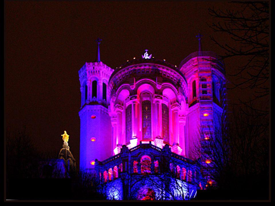 La « Grande roue » illuminée sur la grande place Bellecour.